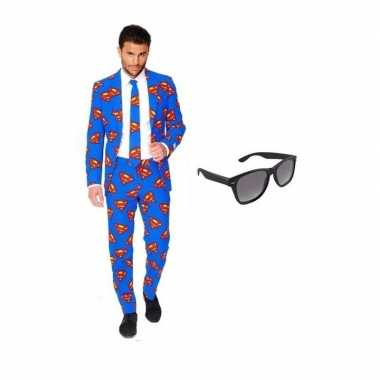 Heren verkleedkleding met superman print maat 58 (4xl) met gratis zon