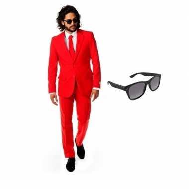 Rood heren verkleedkleding maat 50 (l) met gratis zonnebril