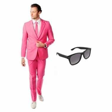 Roze heren verkleedkleding maat 52 (xl) met gratis zonnebril